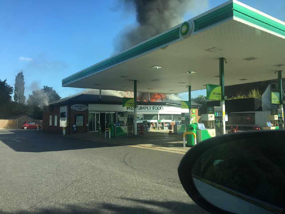 Fire destroys Stadhampton BP petrol station - JACK 2 Hits