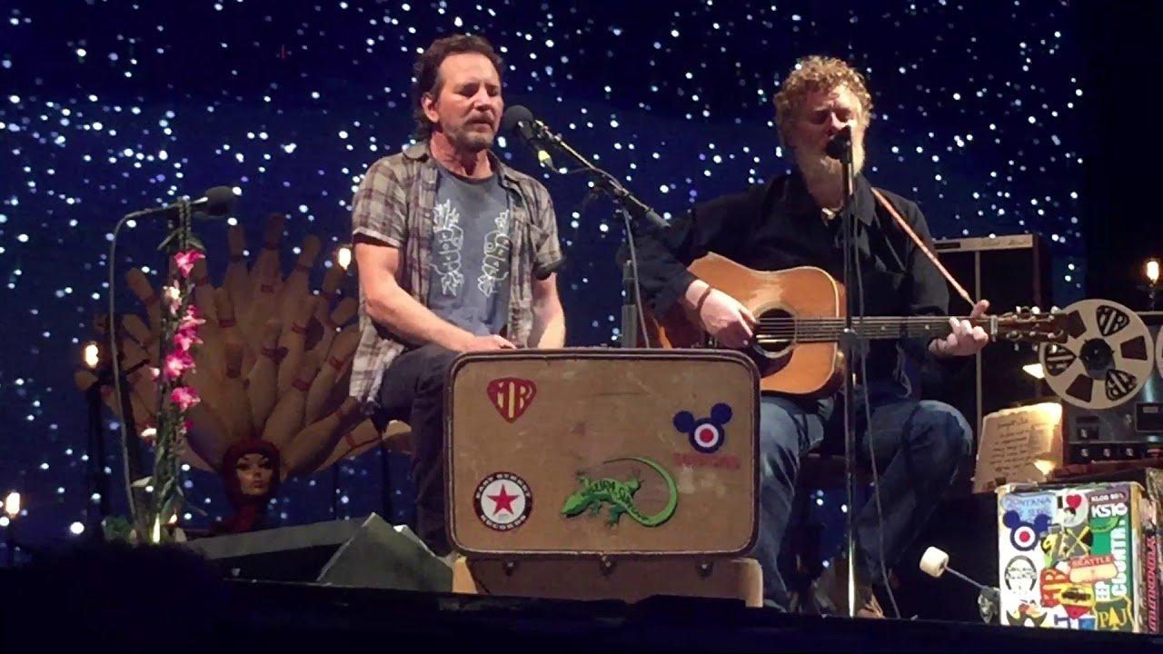 Eddie Vedder Announces Irish Gig With Glen Hansard