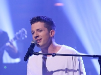 WATCH: Charlie Puth sing 90's songs!