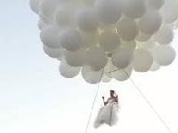 فيديو: عروس طارت من الفرحة يوم زفافها