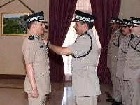 جلالة القائد الأعلى ينعم بميدالية الخدمة الممتازة على عدد من كبار ضباط الشرطة