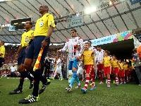 لماذا يدخل لاعبو كرة القدم الملعب بصحبة الأطفال؟
