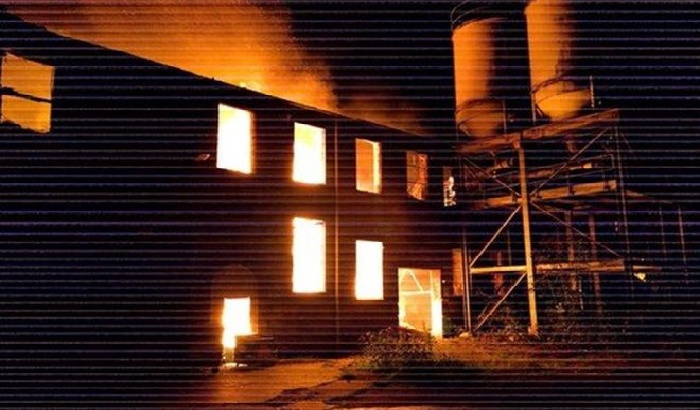 Houses evacuated in Rochdale mill fire