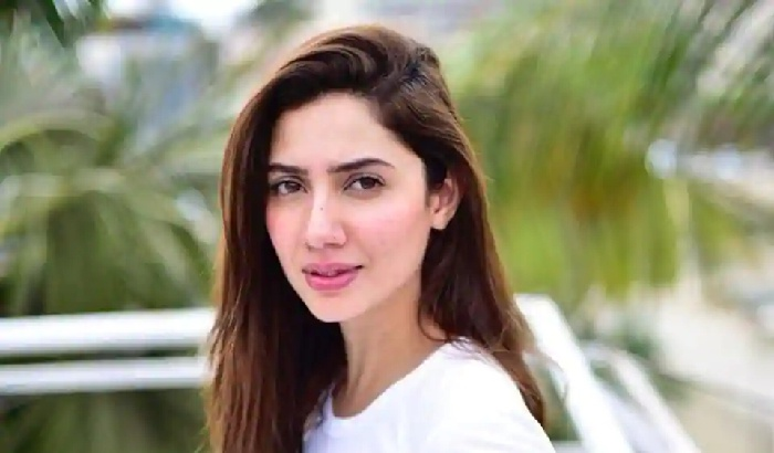 Mahira Khan holds onto Sexiest Pakistani Crown