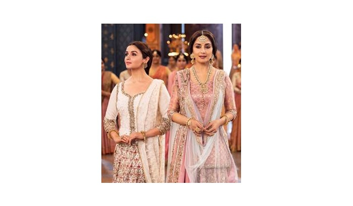 "KALANK's ""TABAAH HO GAYE"" PICTURISED ON THE ENIGMATIC MADHURI DIXIT IS OUT NOW"