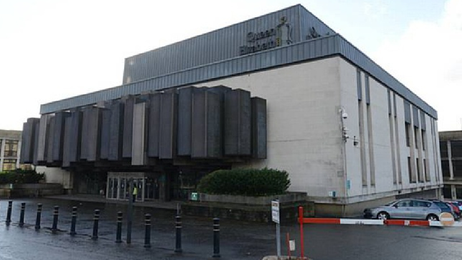 Queen Elizabeth Hall, Oldham, cropped