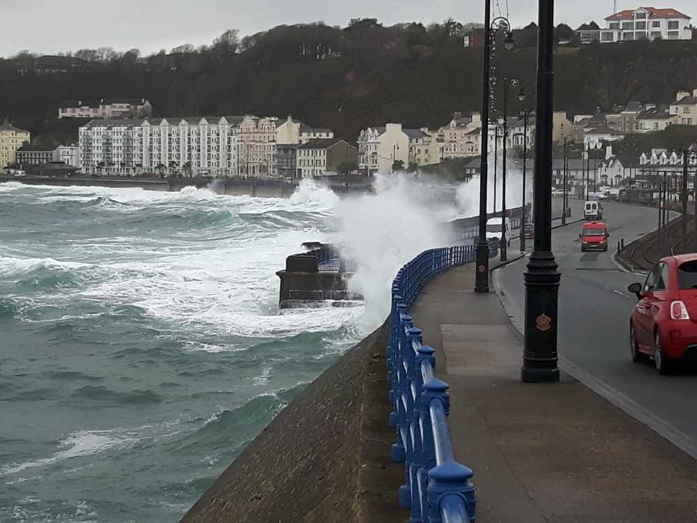 Yellow warning for coastal overtopping today