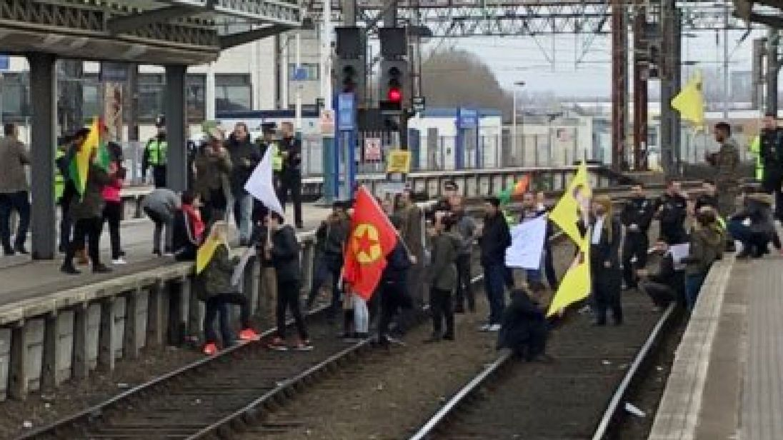 Manchester Piccadilly train station closed by protest