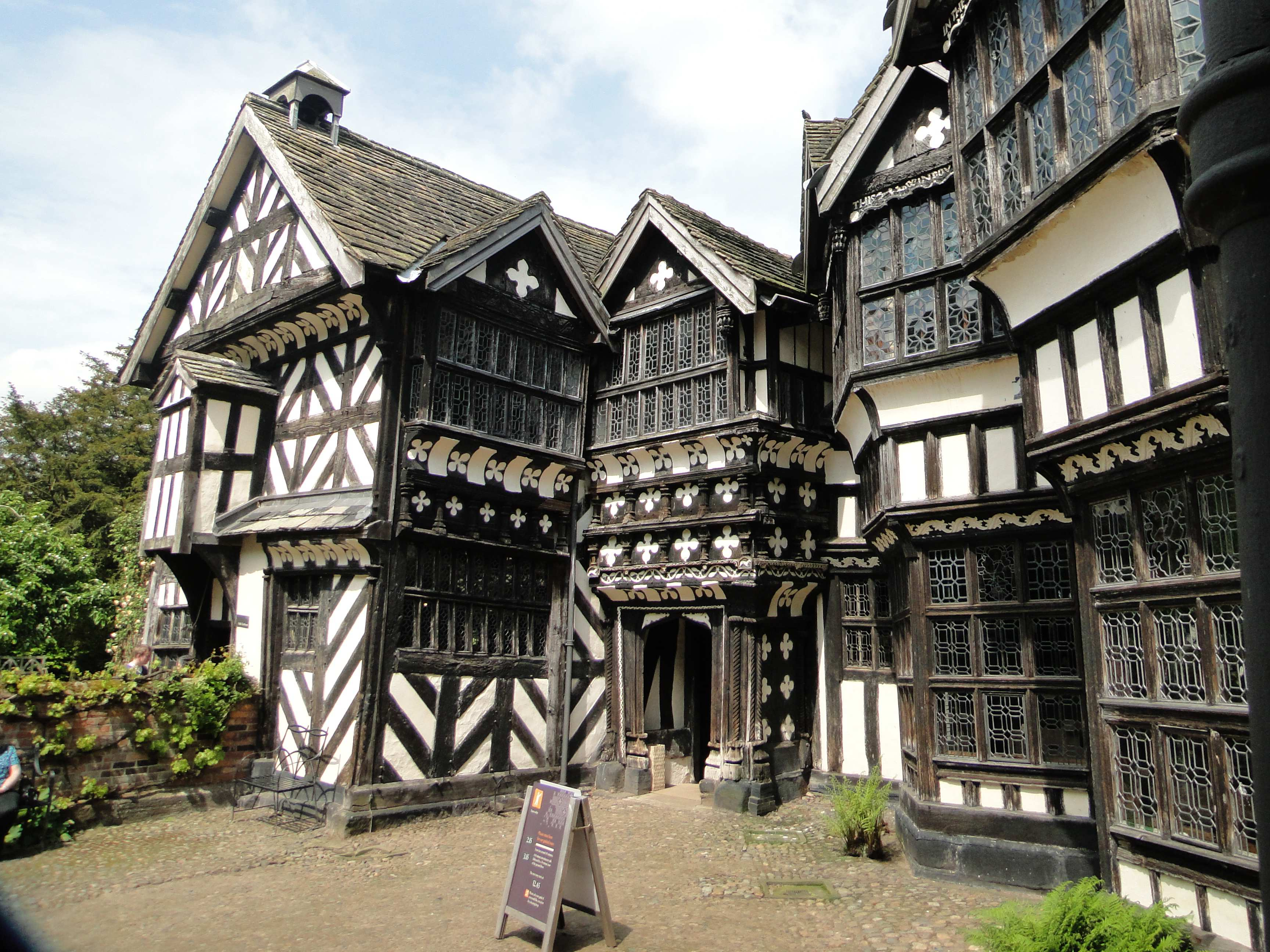 Little Moreton Hall (Halloween Special)