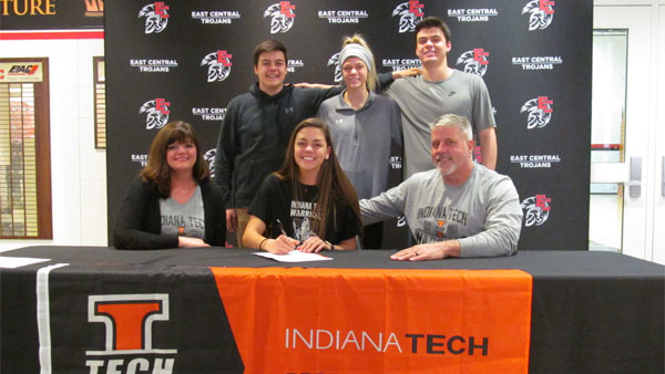 Indiana Tech Athletics >> Ec S Greiwe Runs Her Way To Indiana Tech Eagle Country 99 3