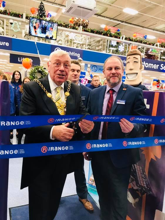 Dave Philips, Chester the Cat and the Dee Team are at the Official opening of The Brand New Range Home and Garden Superstore on the Greyhound Retail Park!
