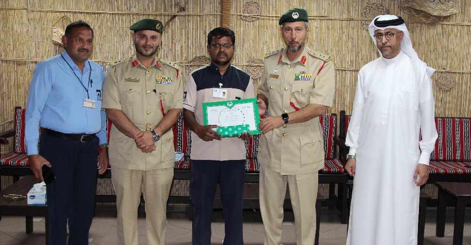 Dubai man praised for returning lost money - Dubai Eye 103 8 - News