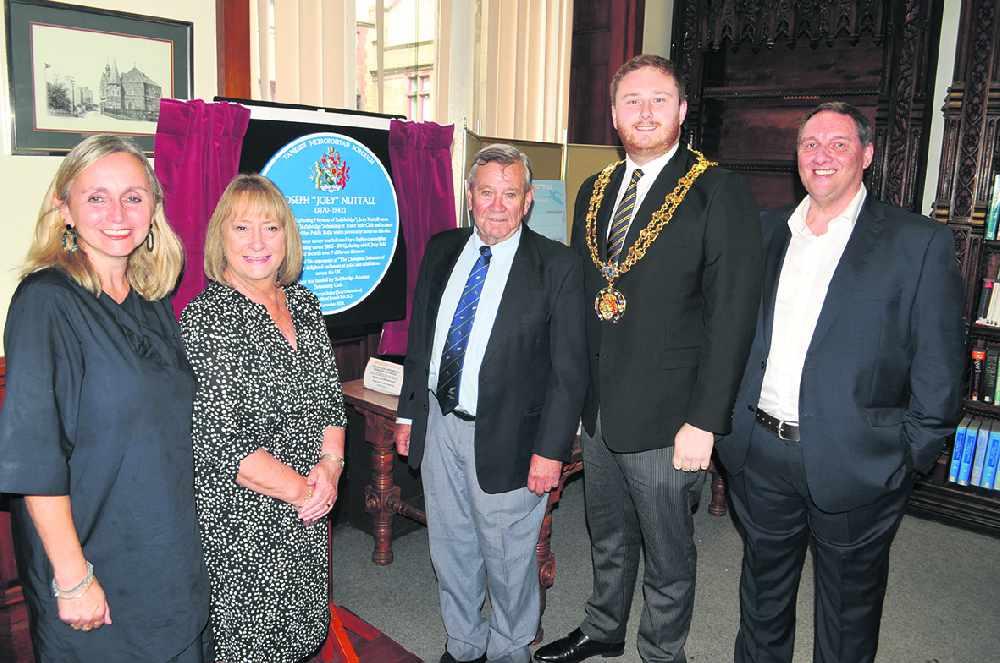 Stalybridge swimming legend Joey Nuttall honoured with blue plaque