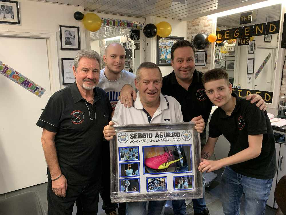 Dukinfield barber hangs up his clippers