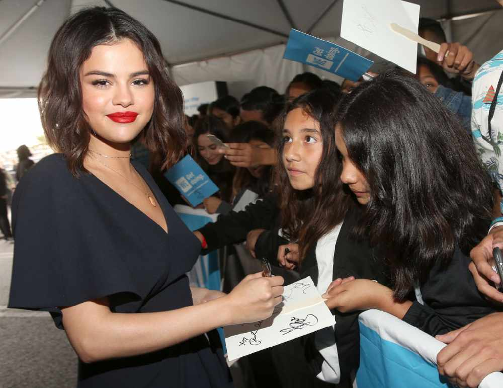 Selena Gomez signs autographs for fans
